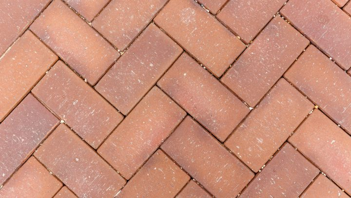 cleaning-flagstone-walkways